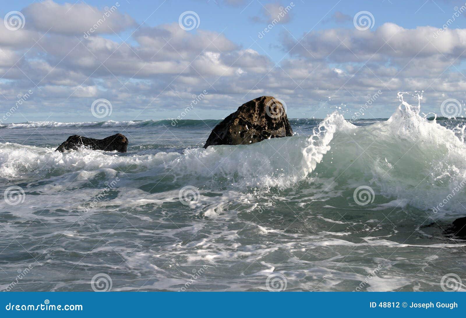 3朵云彩海浪