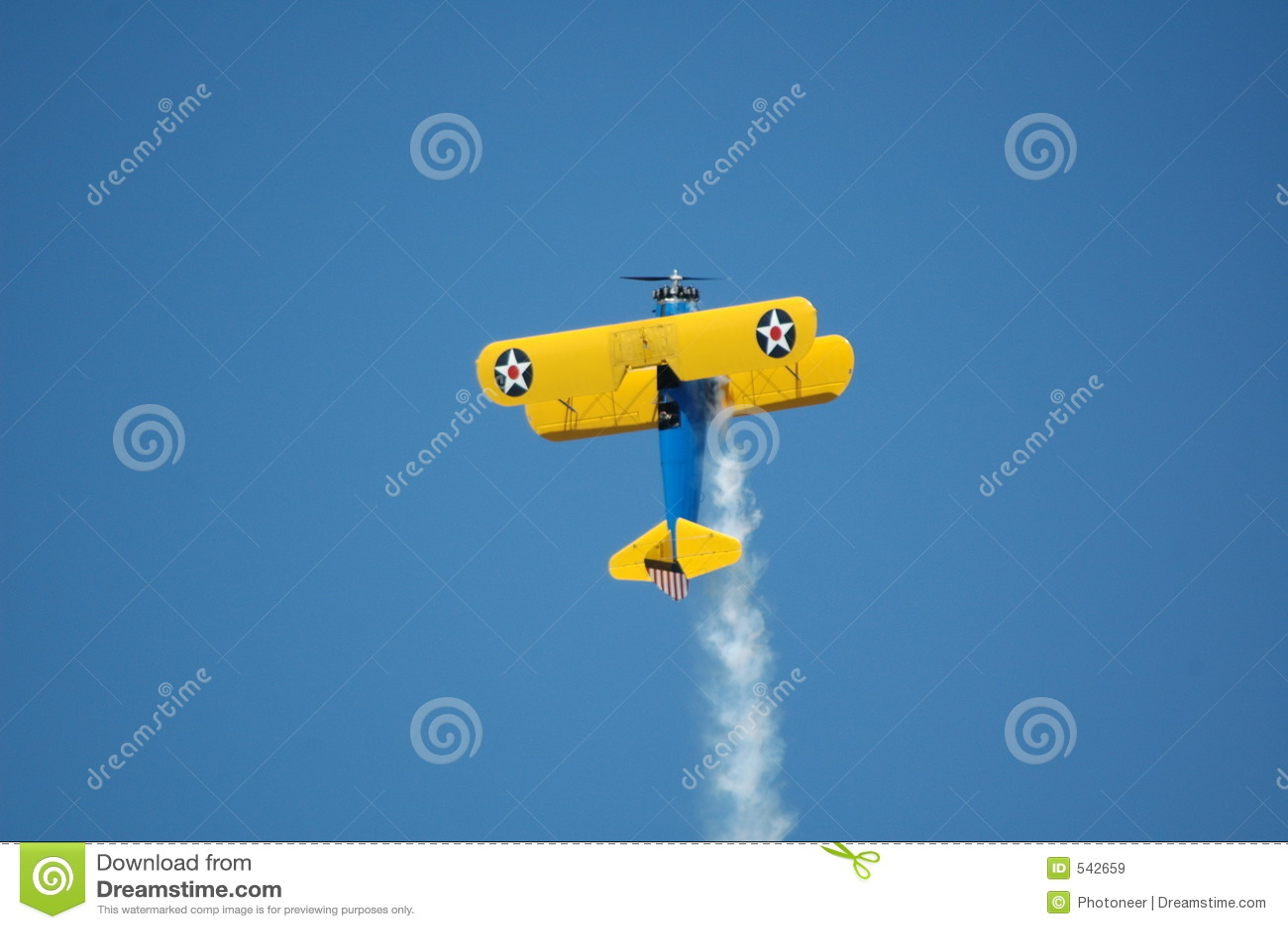 Download 3架双翼飞机特技 库存图片. 图片 包括有 云彩, 投炸弹者, 天空, 蓝色, 快速, 特技, alameda - 542659
