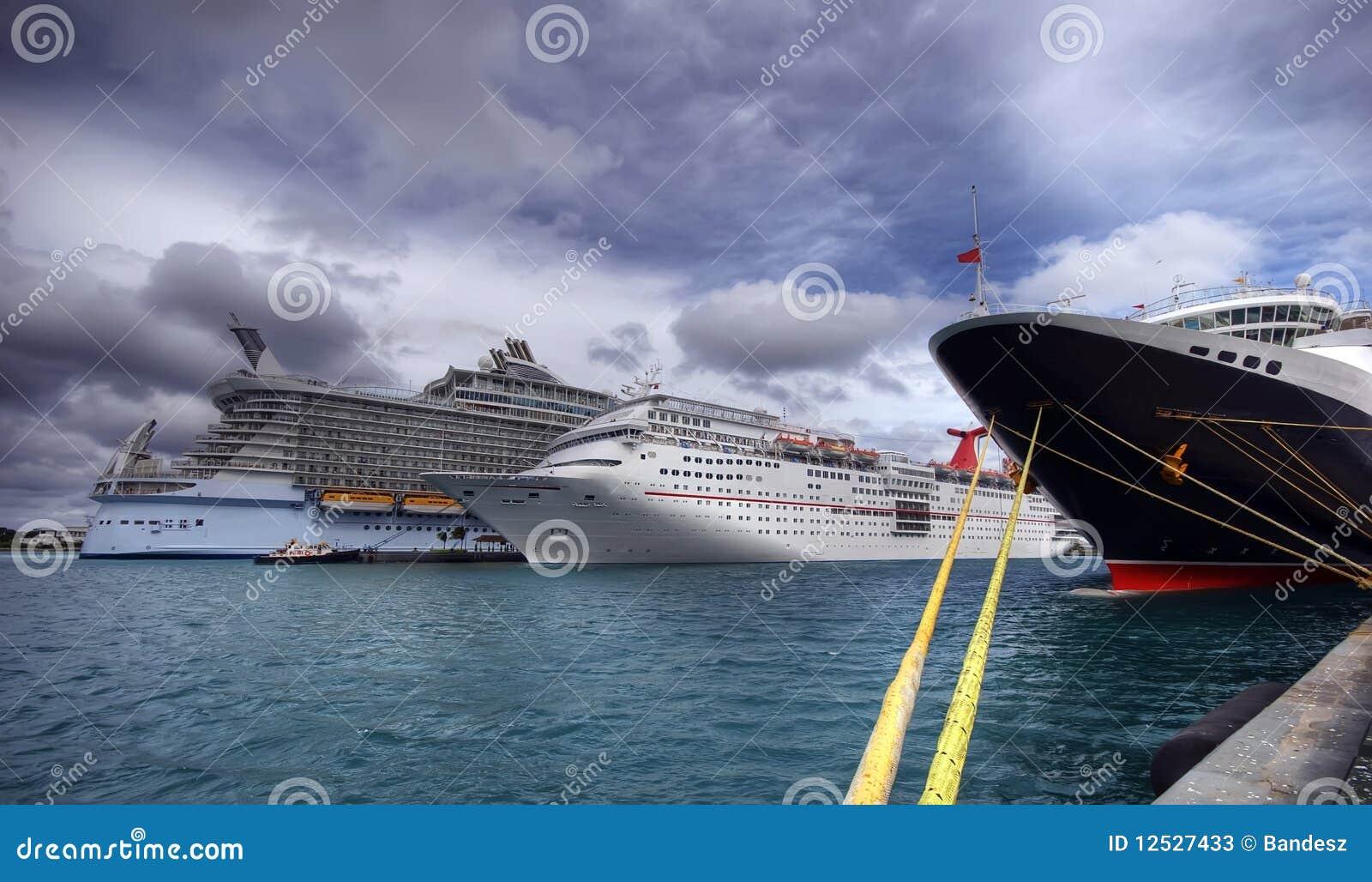 3艘巡航端口船