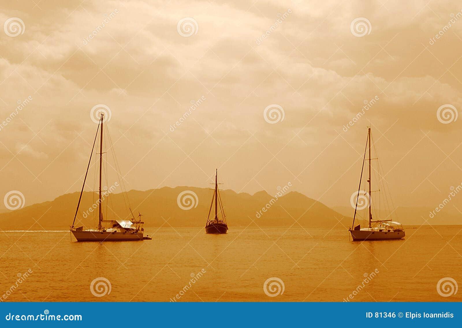 3 żeglować łodzią
