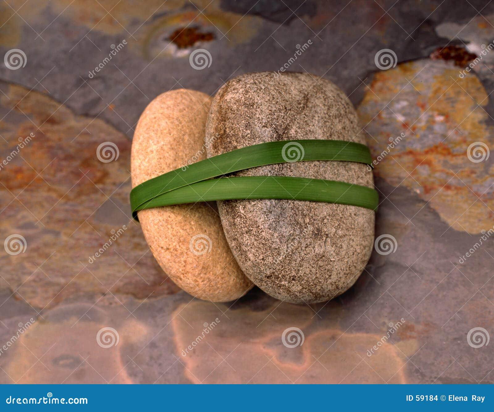 3 каменных камня