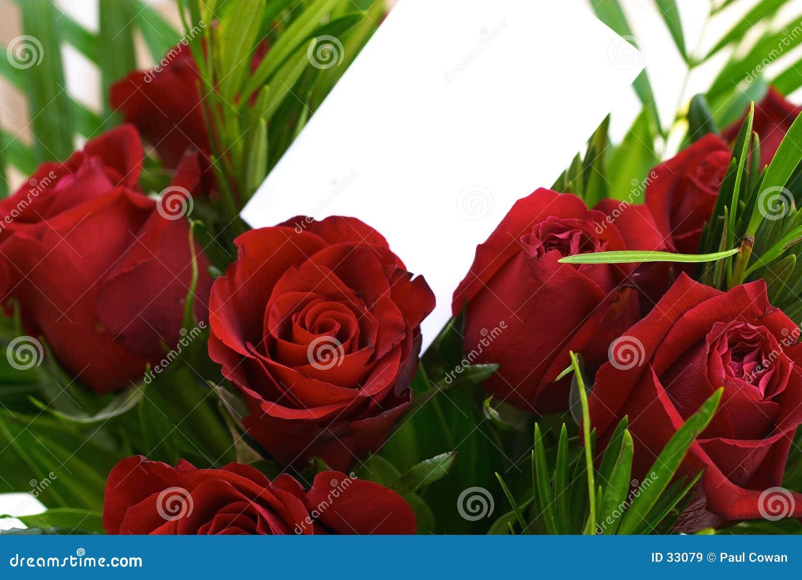 3 красных розы