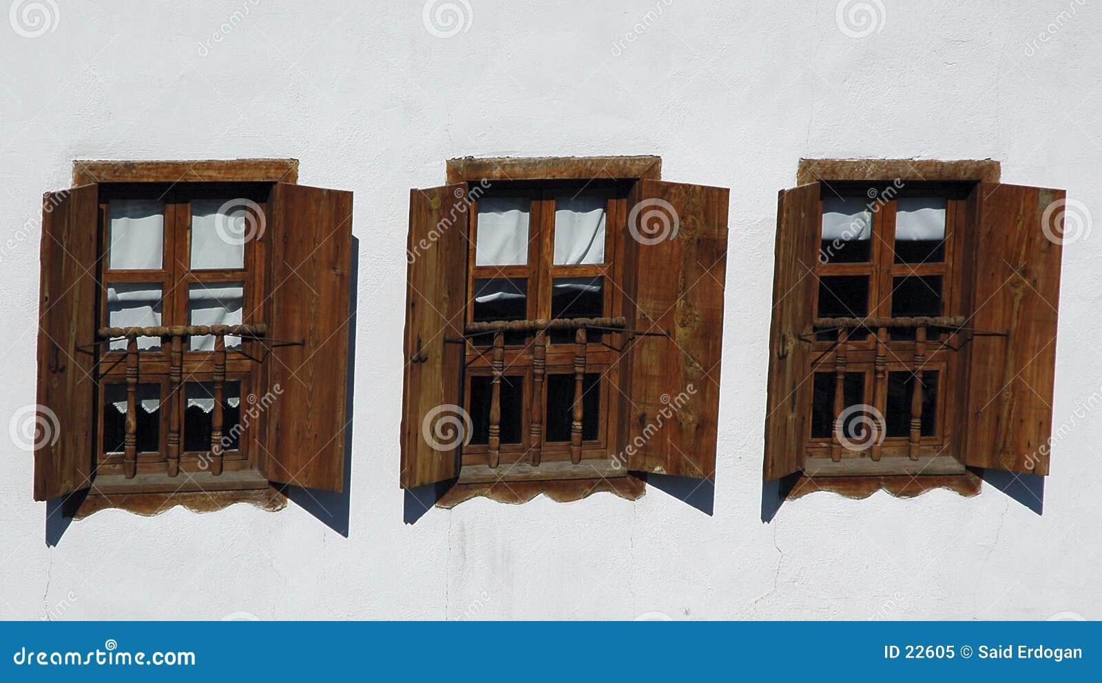 3 окна