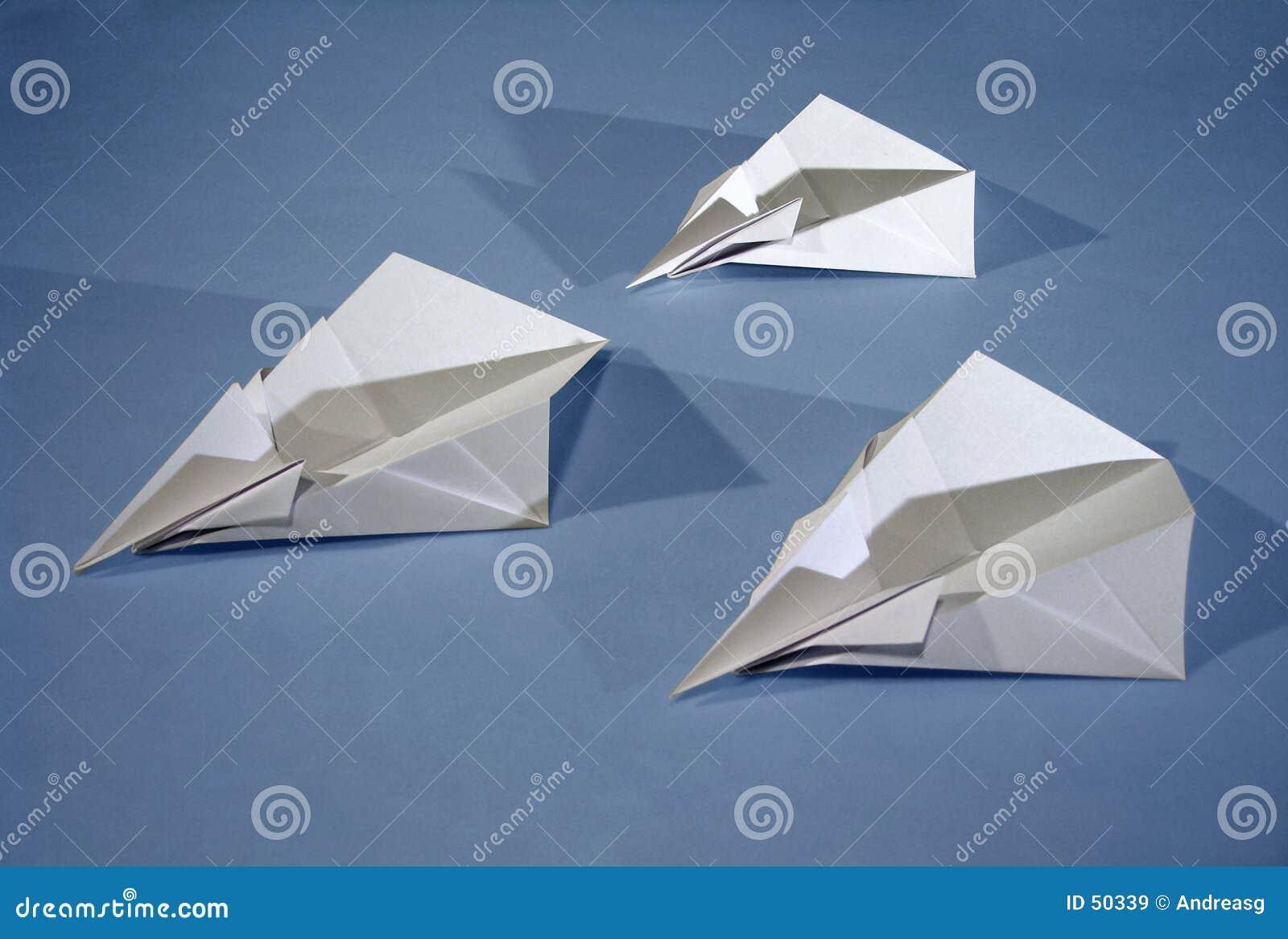 3 aéronefs de papier