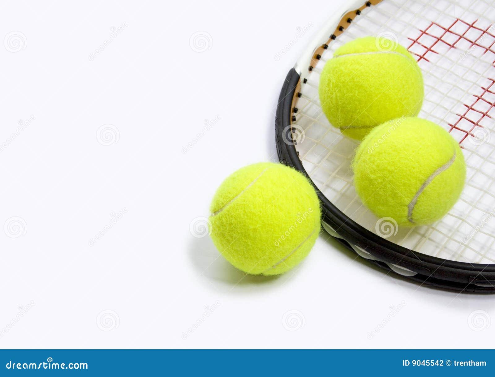 3 ballen en een racket