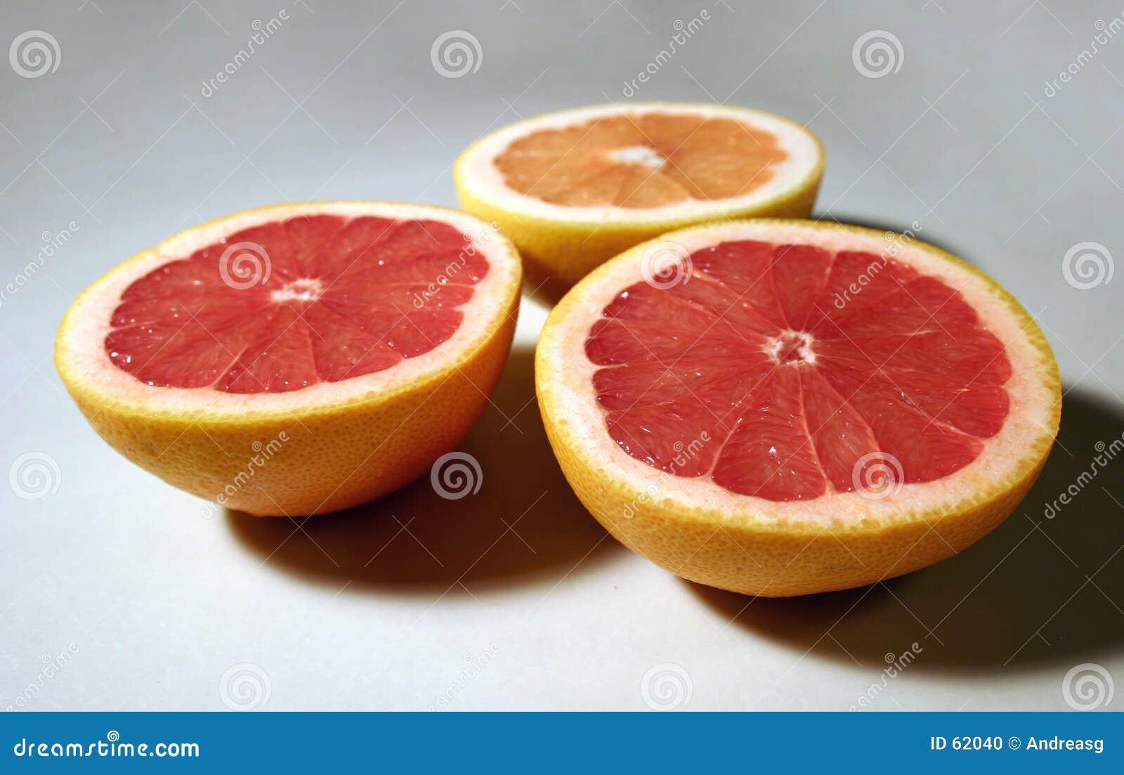 3 halfs del pomelo