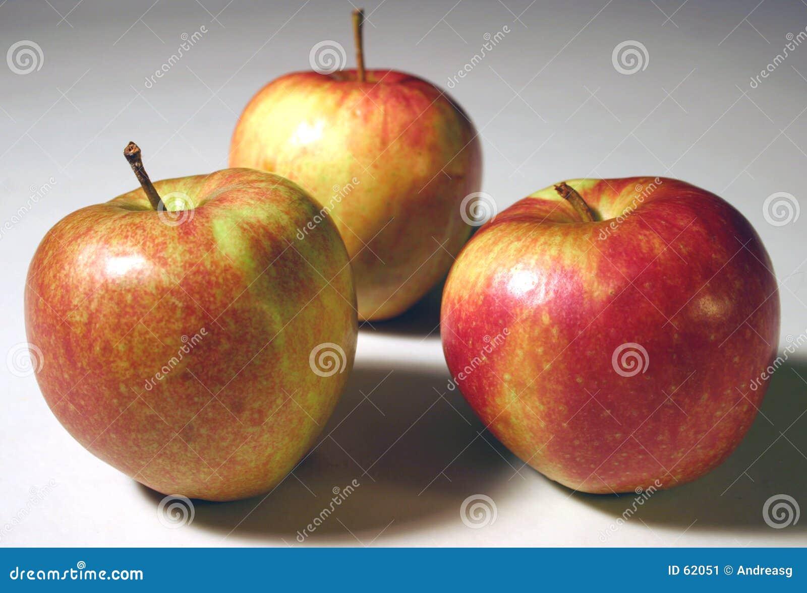 3 maçãs