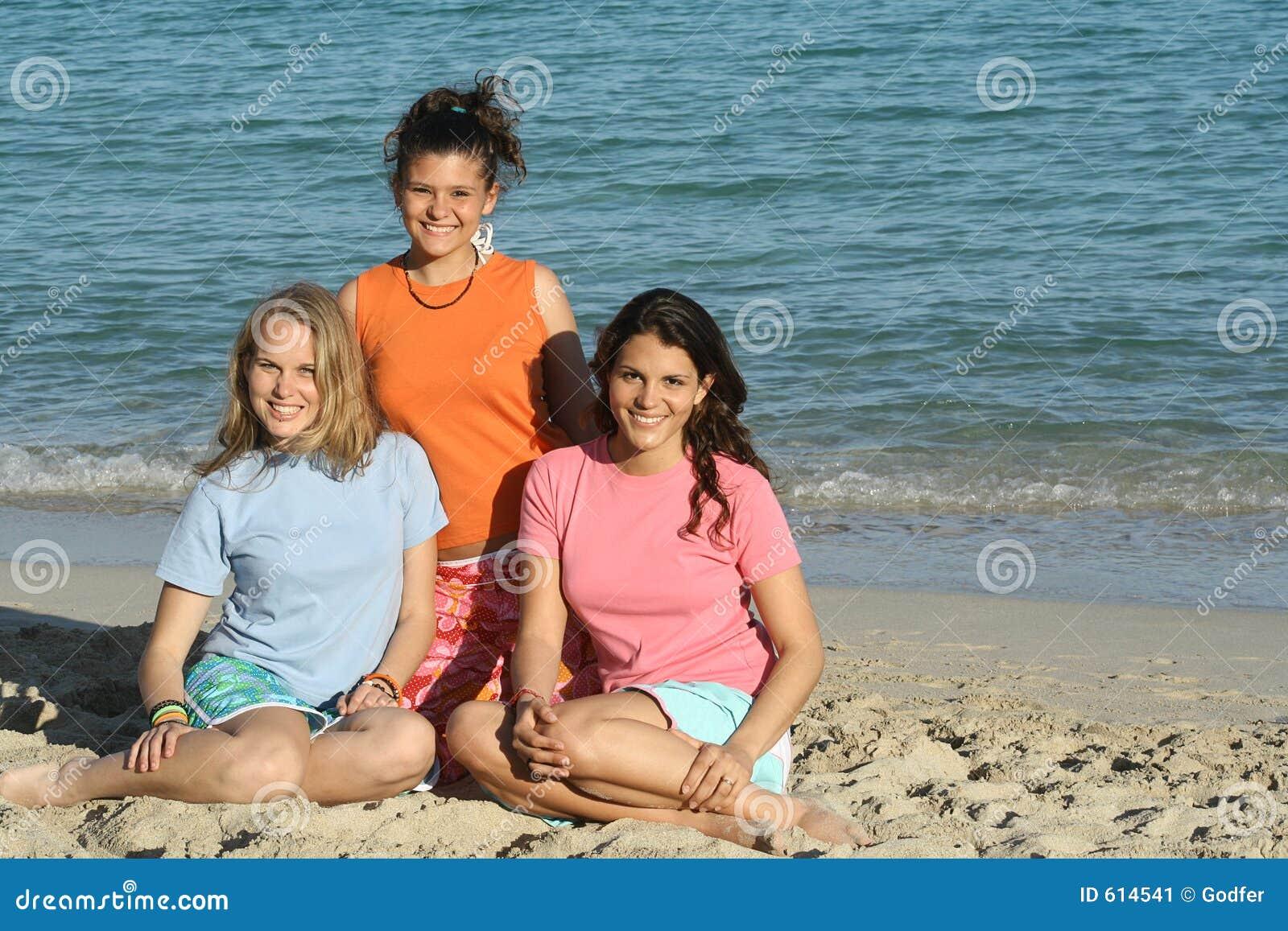 3 meisjes in t-shirt