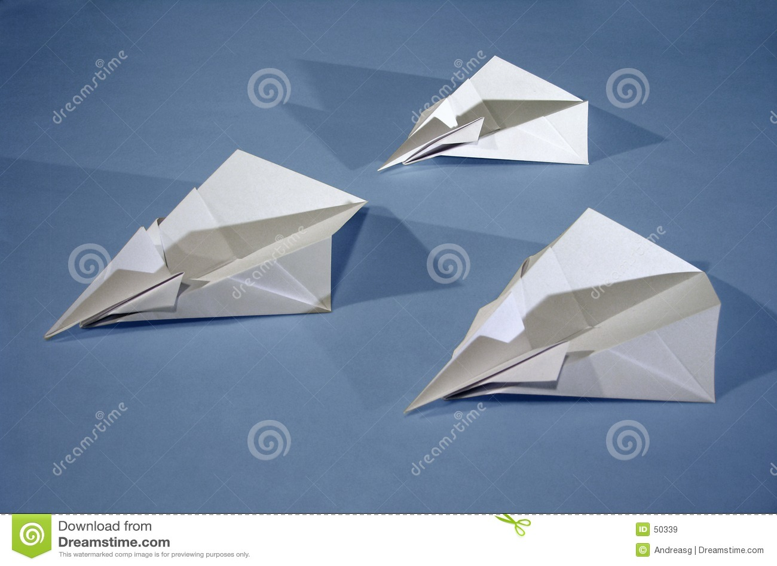 3 Papierflugzeuge