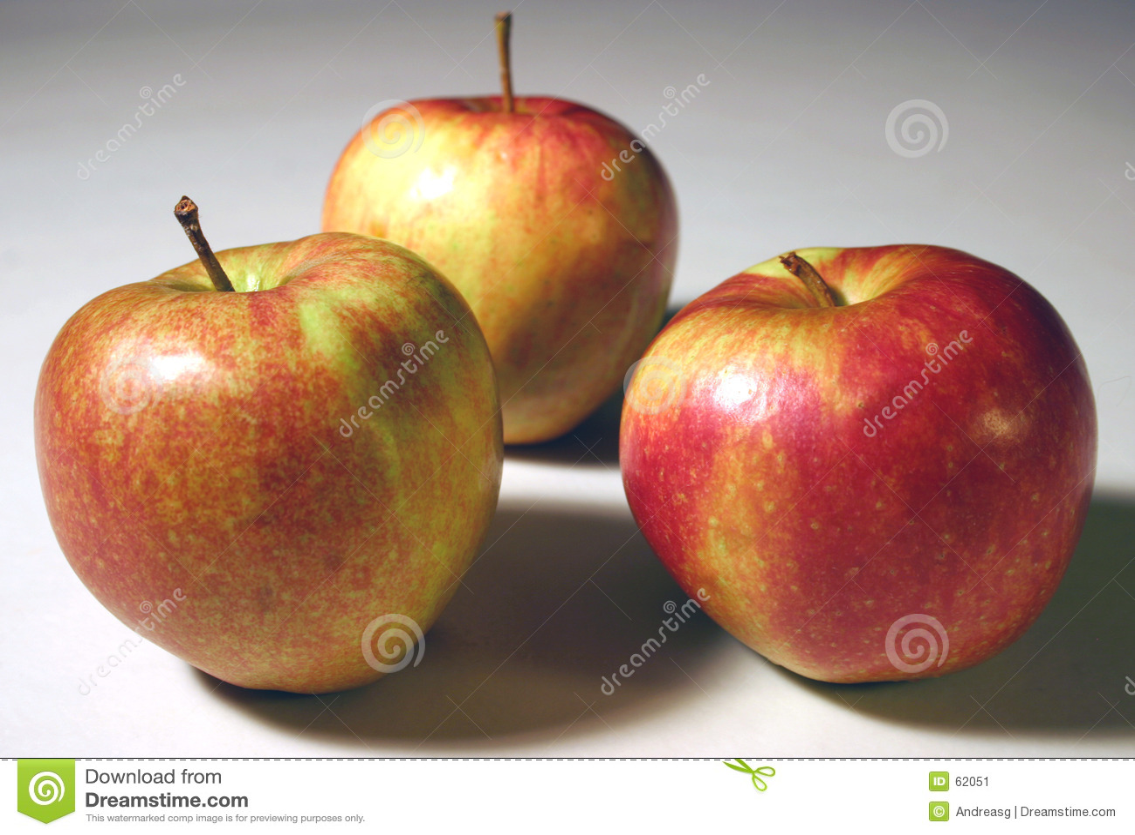 Download 3 pommes image stock. Image du goût, isolement, couleur - 62051