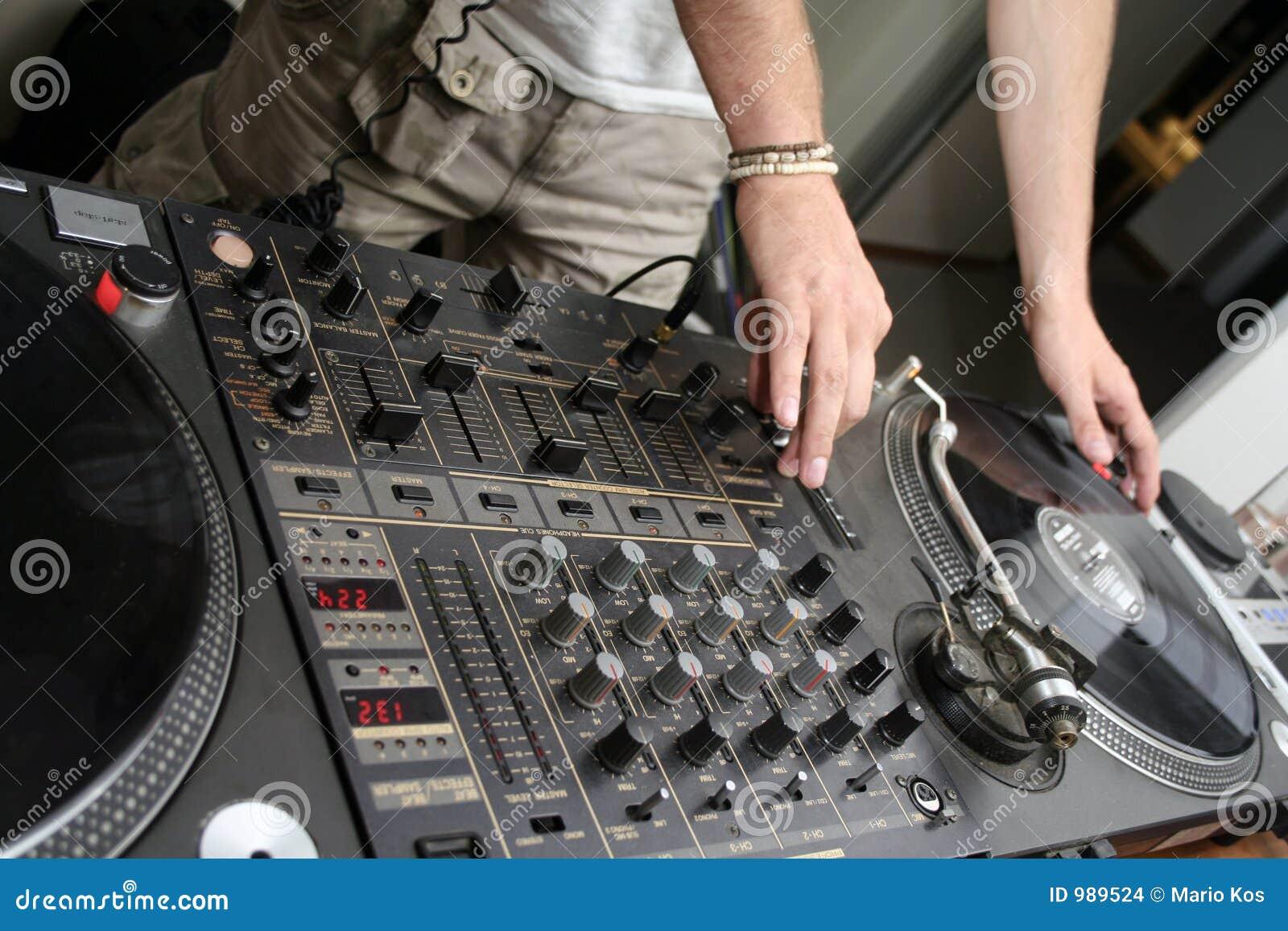 3 spining turntables för register
