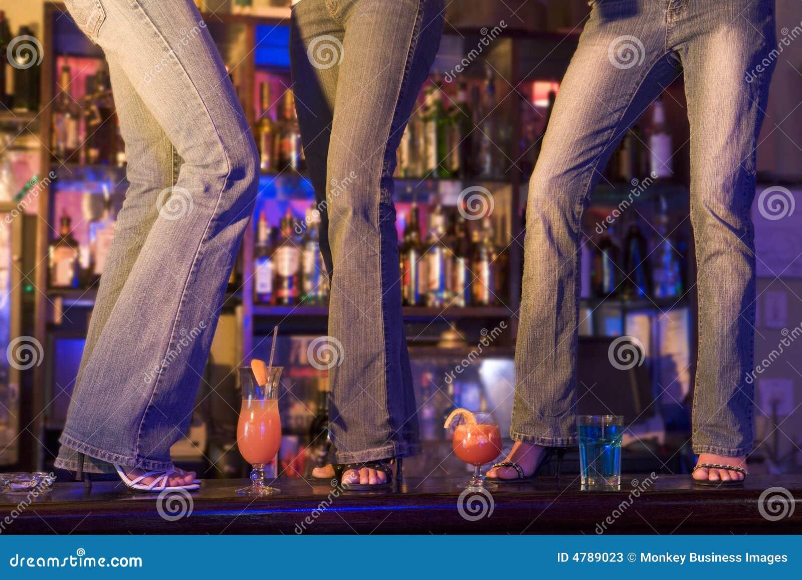 Пьяные танцующие девки фото 23 фотография