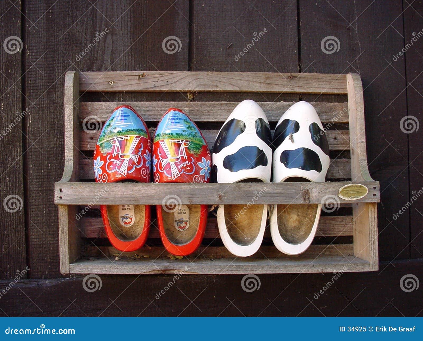 穿上鞋子木