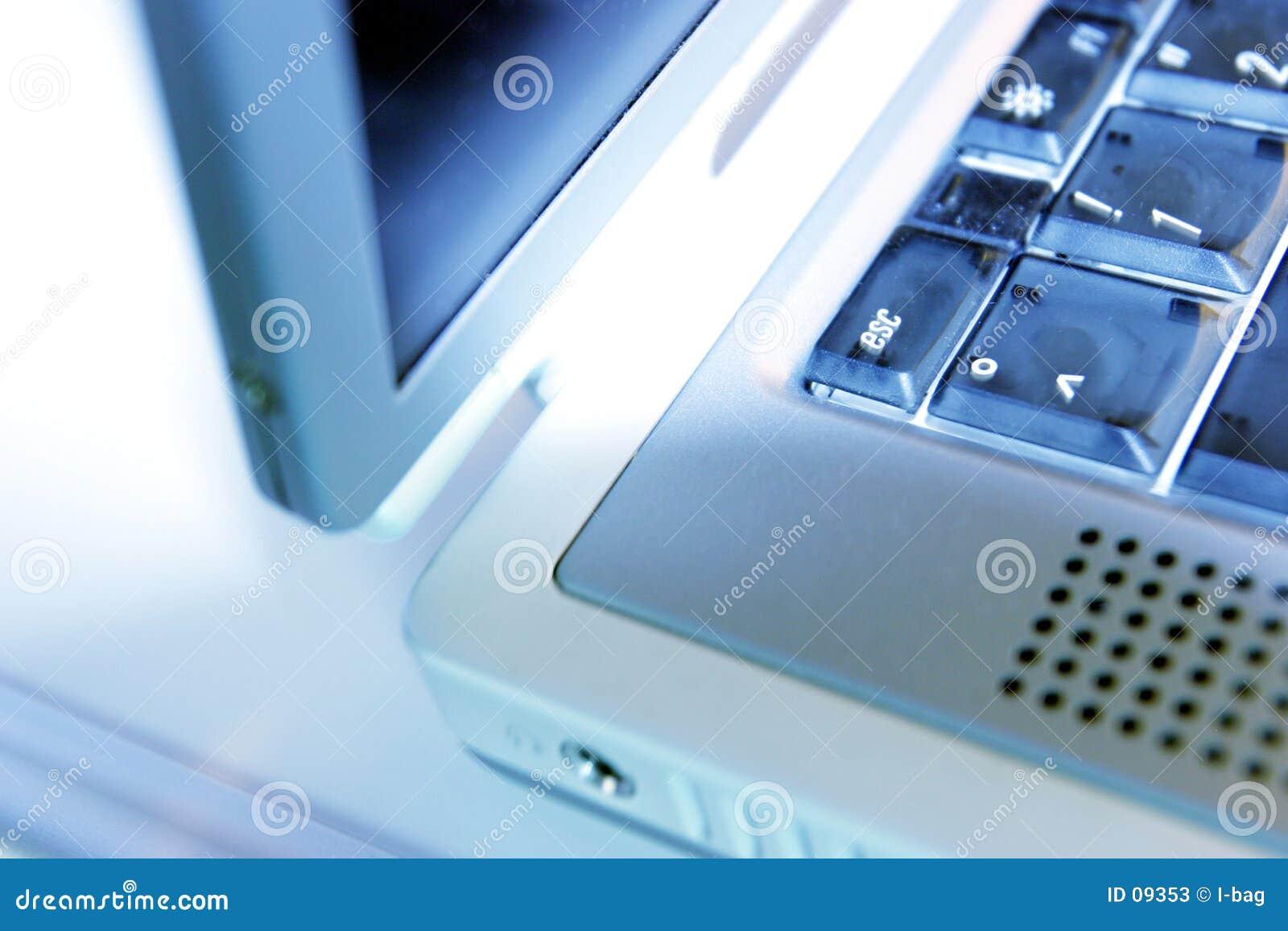 边缘膝上型计算机