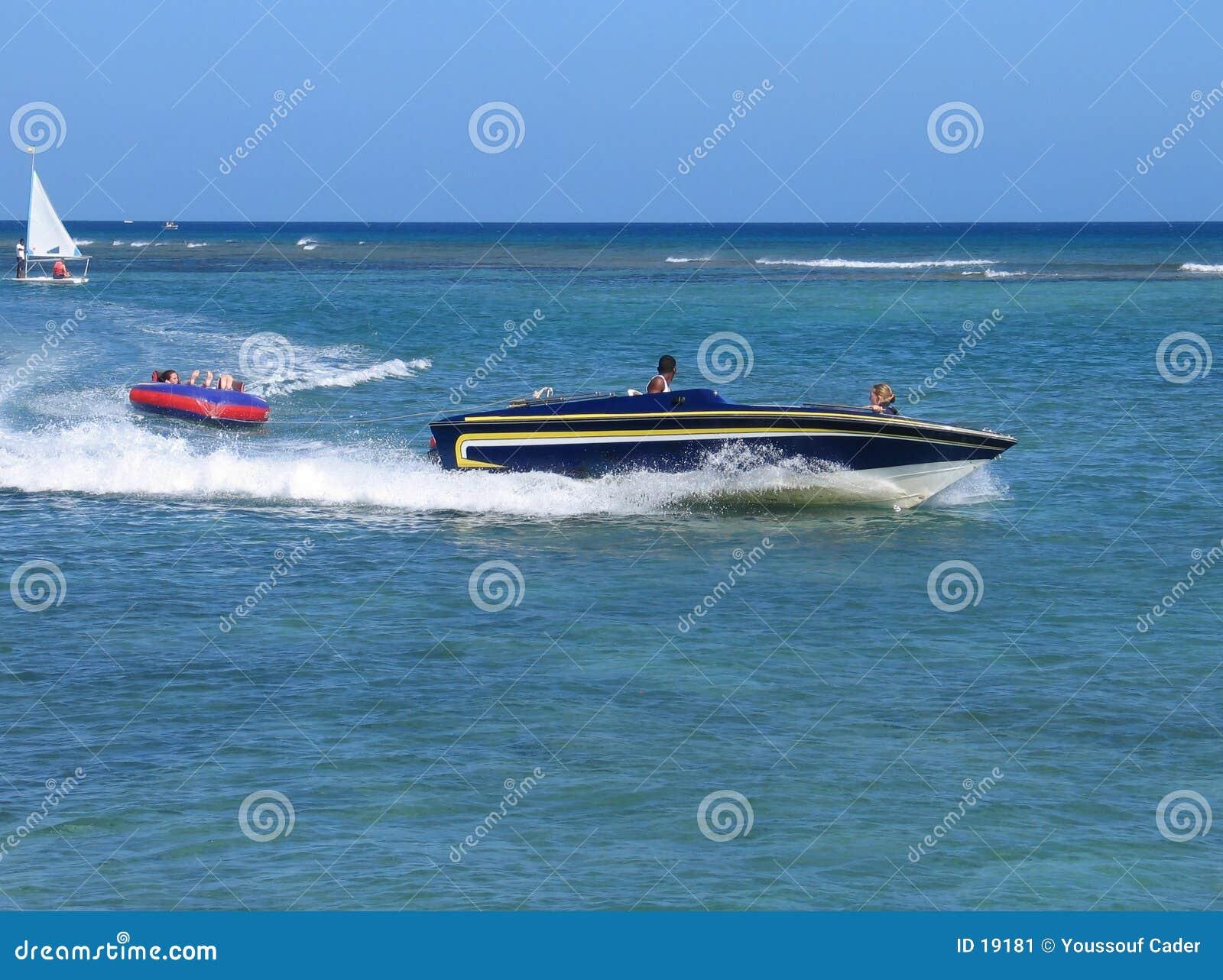 迅速的小船