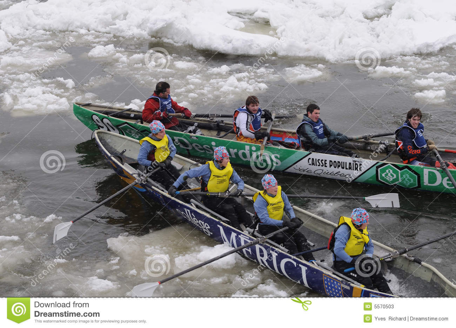 4个独木舟冰赛跑