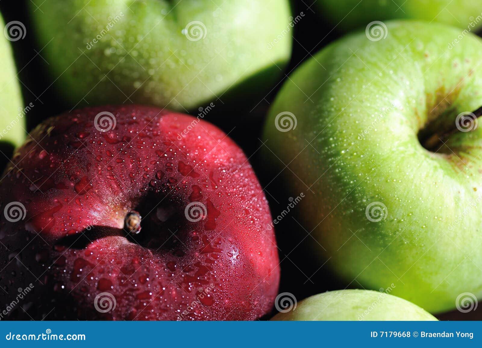 4 μήλα φρέσκα