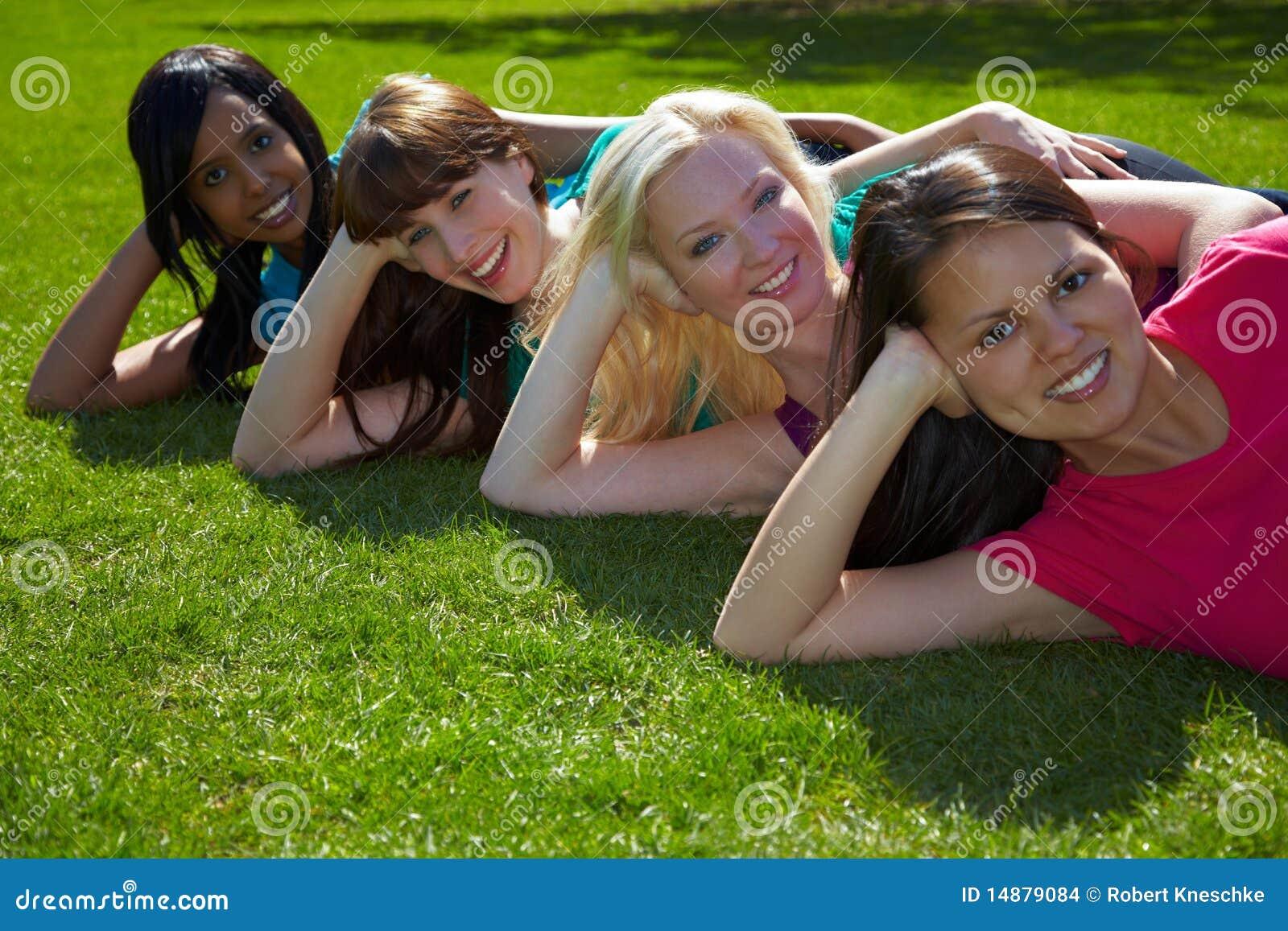 4 женщины парка