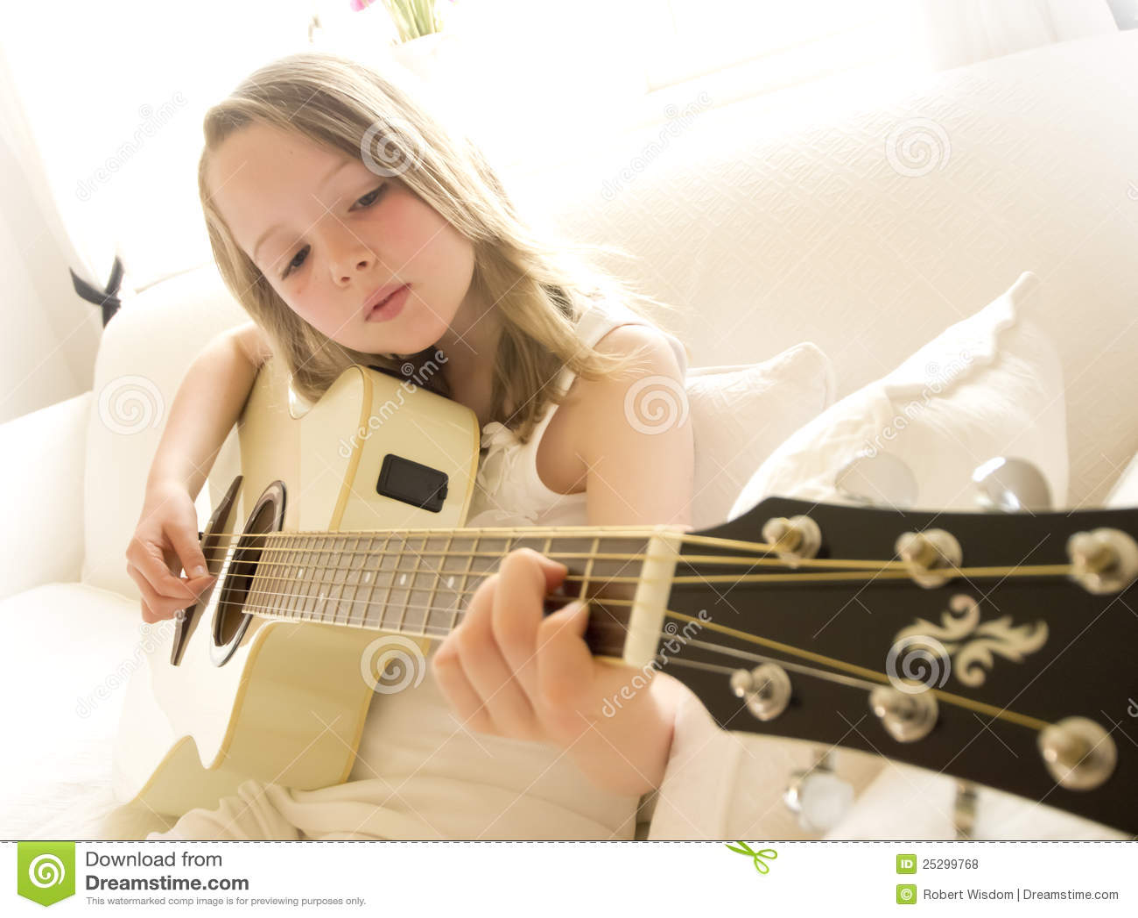 4 akustycznych dziewczyny gitary potomstwa