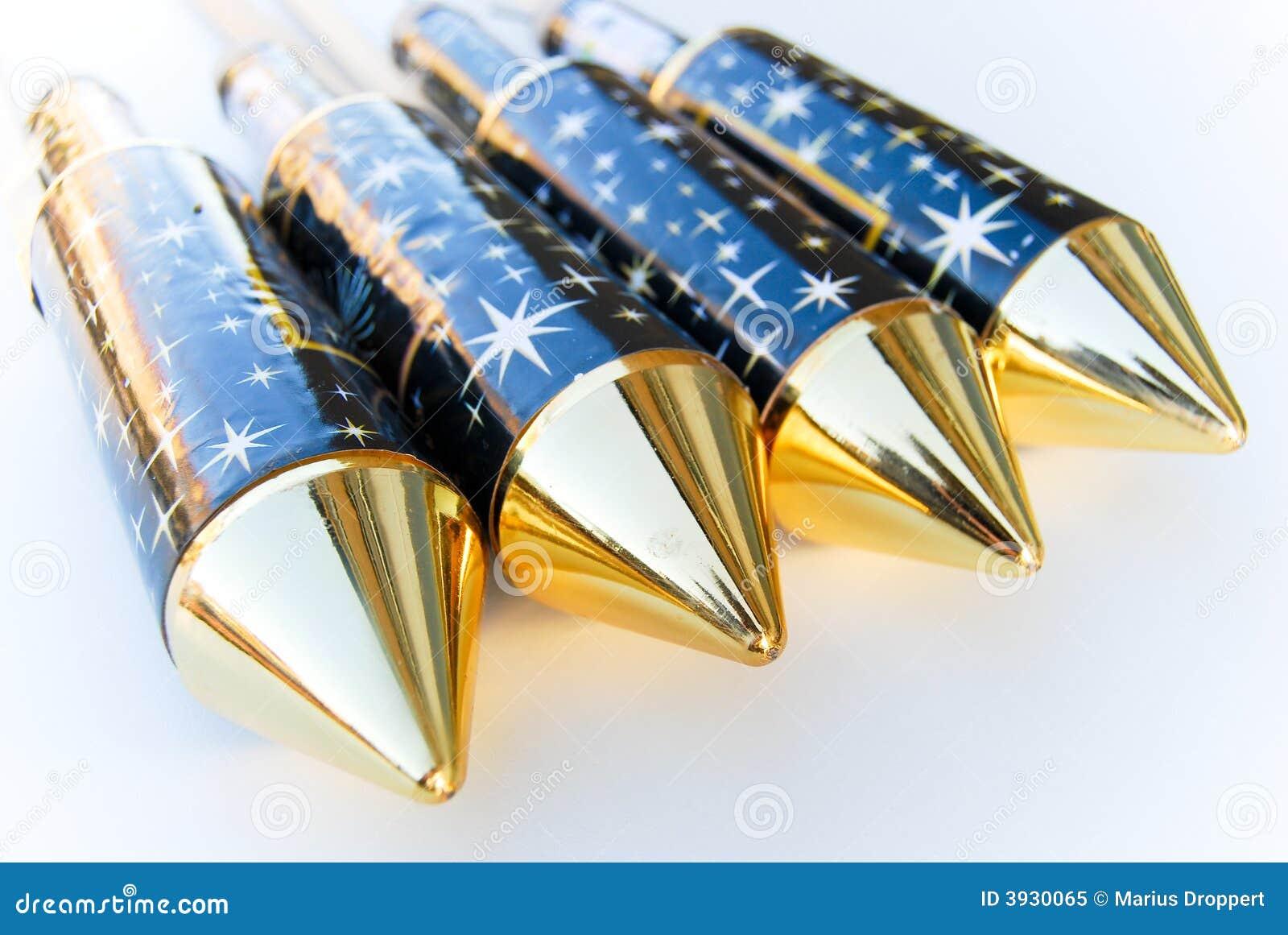 4 nuovi razzi diagonali dei fuochi d artificio con la parte superiore dorata