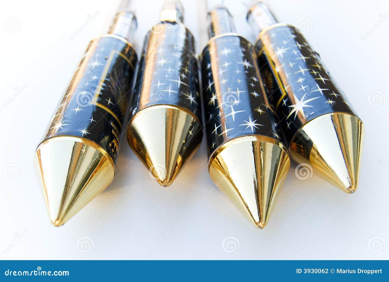 4 rakiet fajerwerk złoty nowy szczyt
