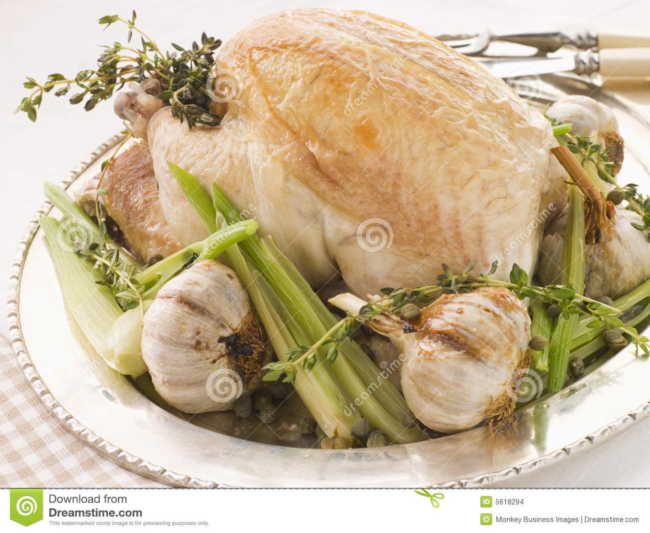 40 Clove Of Garlic Roasted Chicken Stock Images - Image: 5618294
