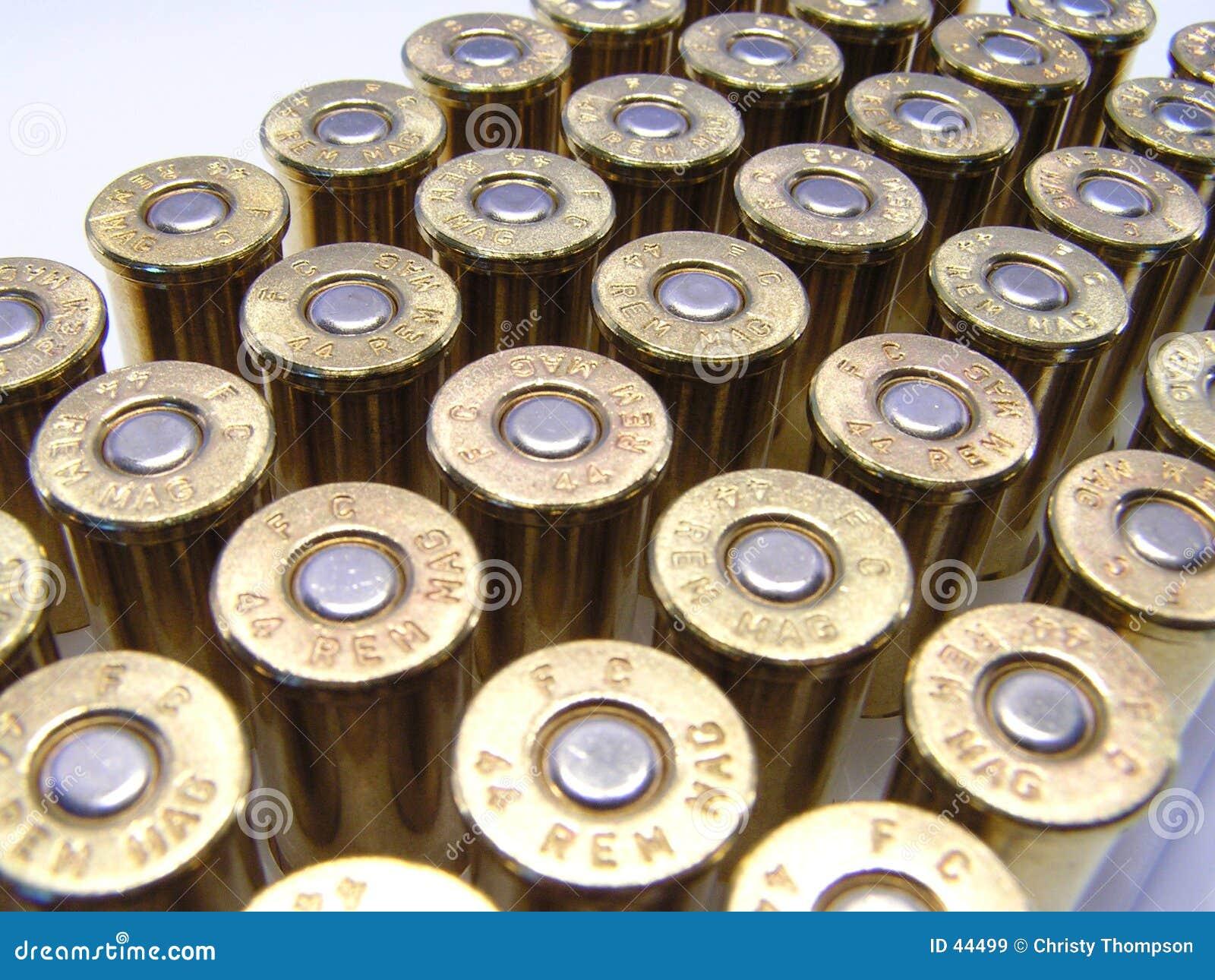 Download 50 Möglichkeiten? stockbild. Bild von gewehrkugel, gehäuse - 44499
