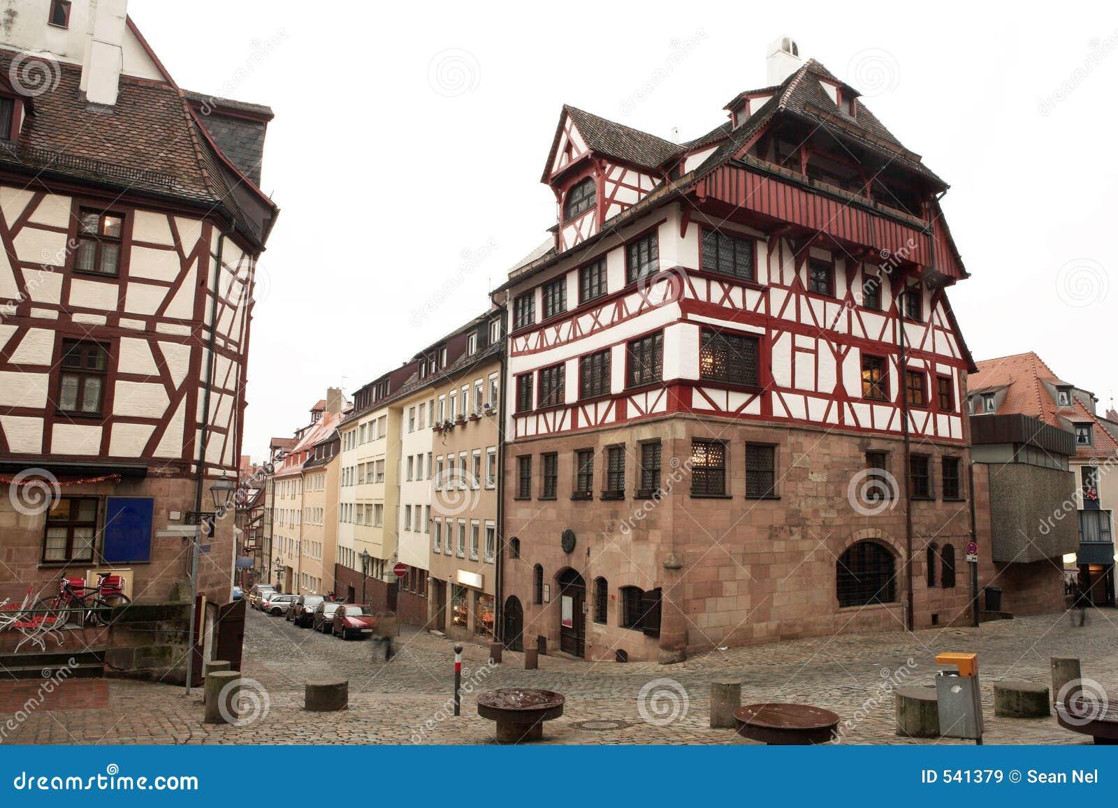Download 51慕尼黑 库存图片. 图片 包括有 墙壁, 椅子, 街道, 绿色, browne, 国家(地区), 不列塔尼的 - 541379