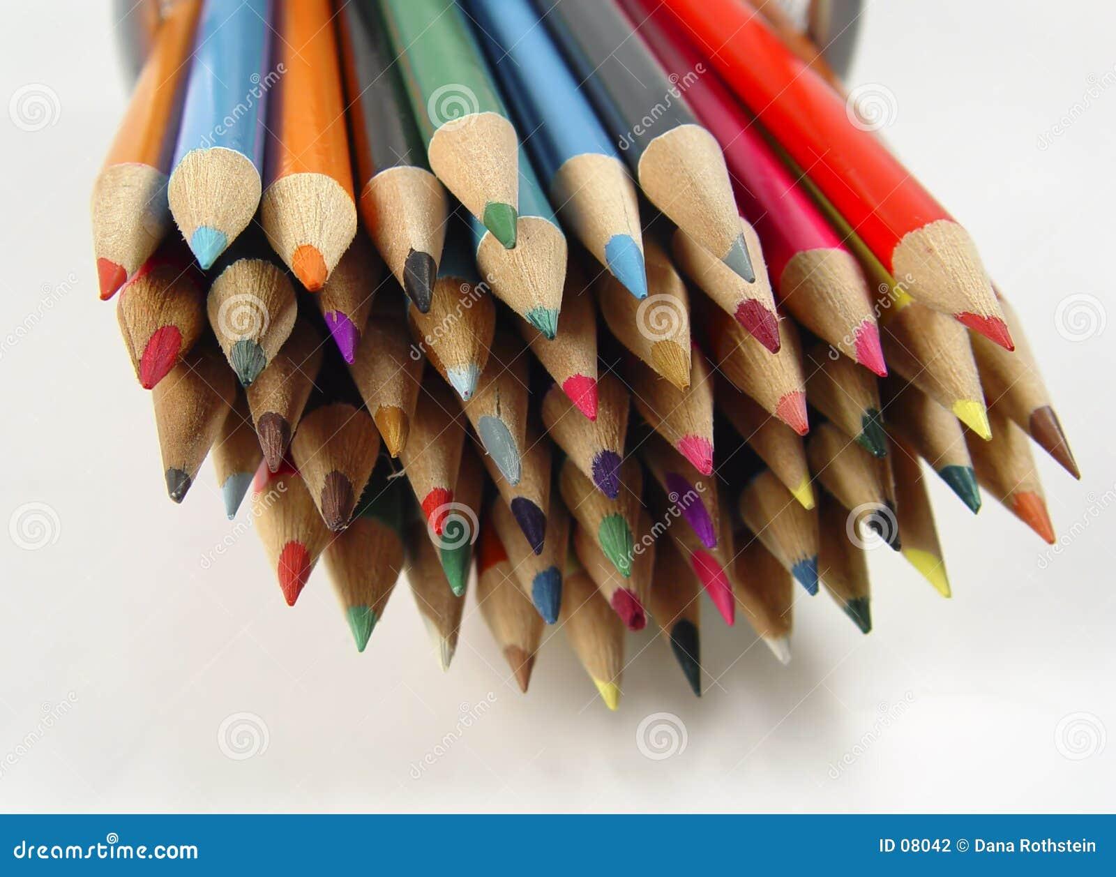 7 покрашенных карандашей