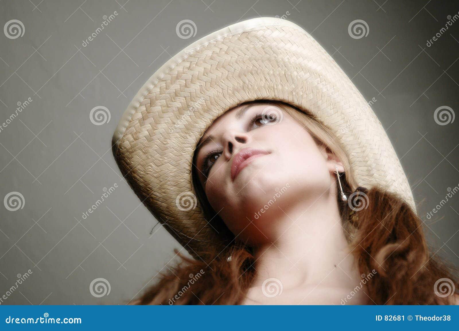 7 biała kobieta smokingowa
