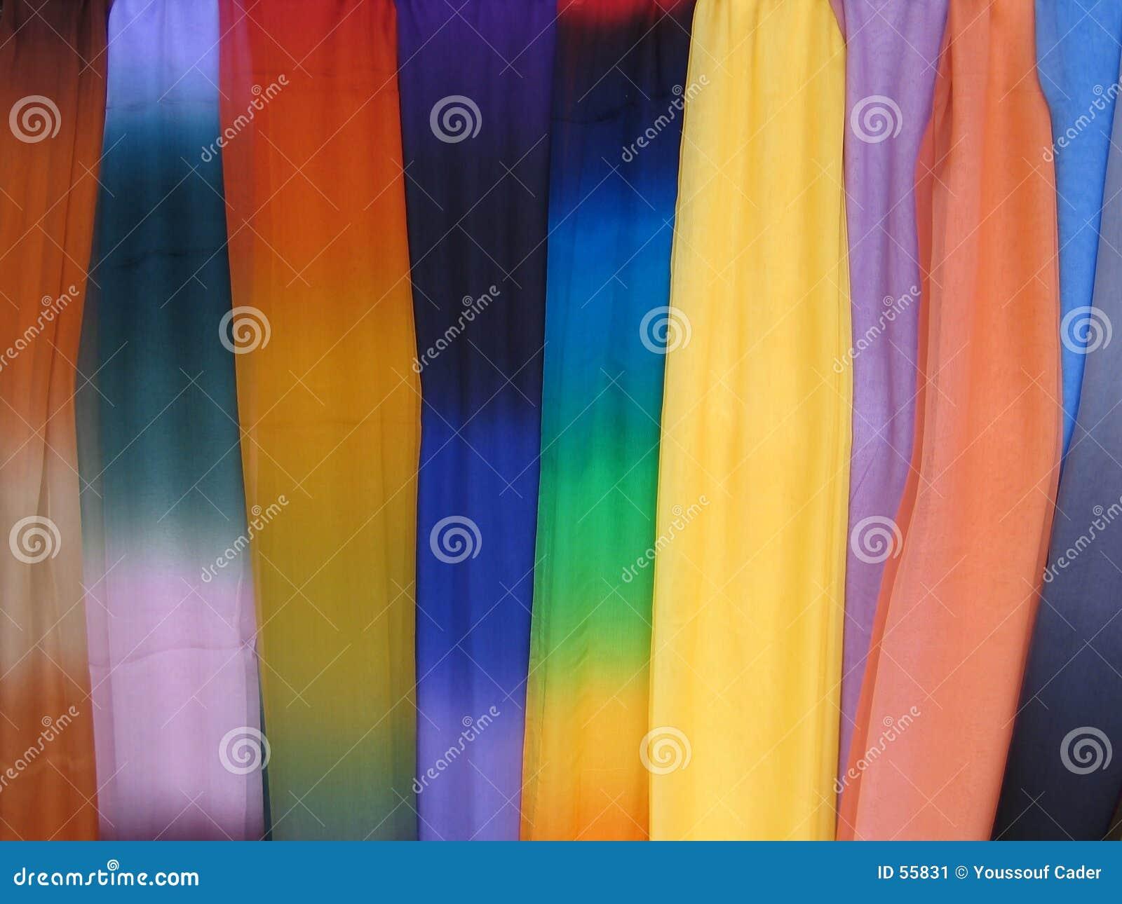 7958 цветастых шарфов