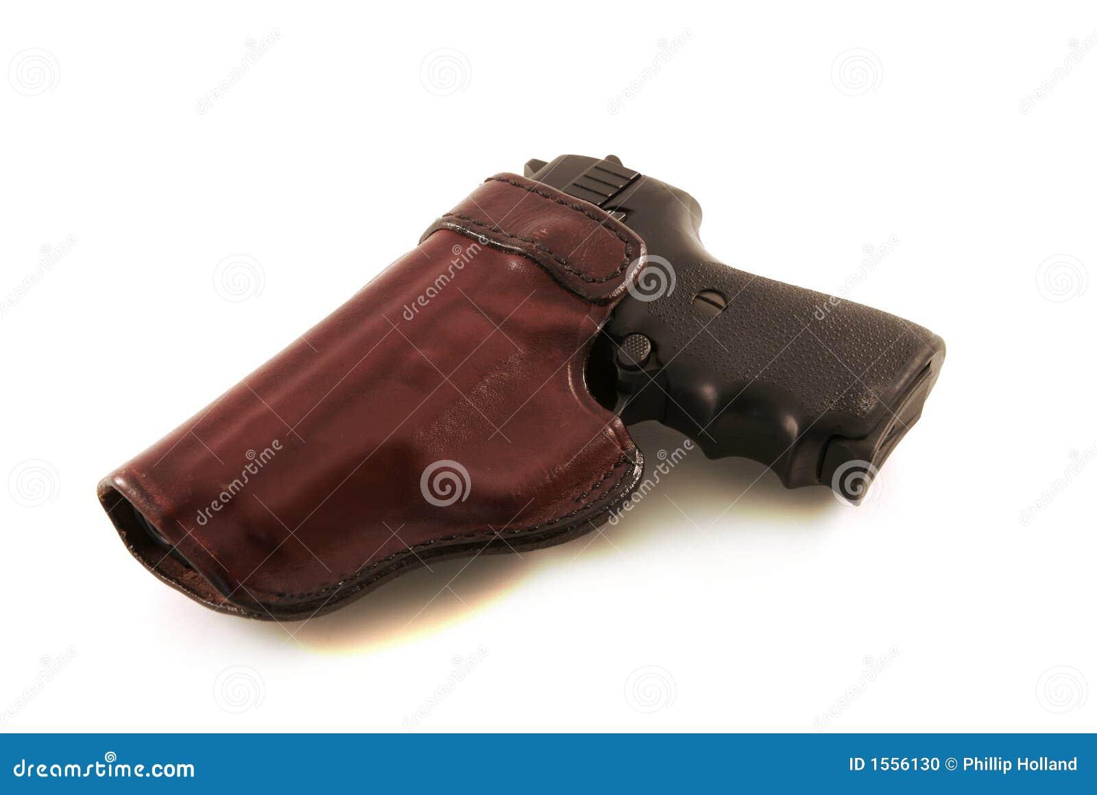 9m m en la pistolera de cuero