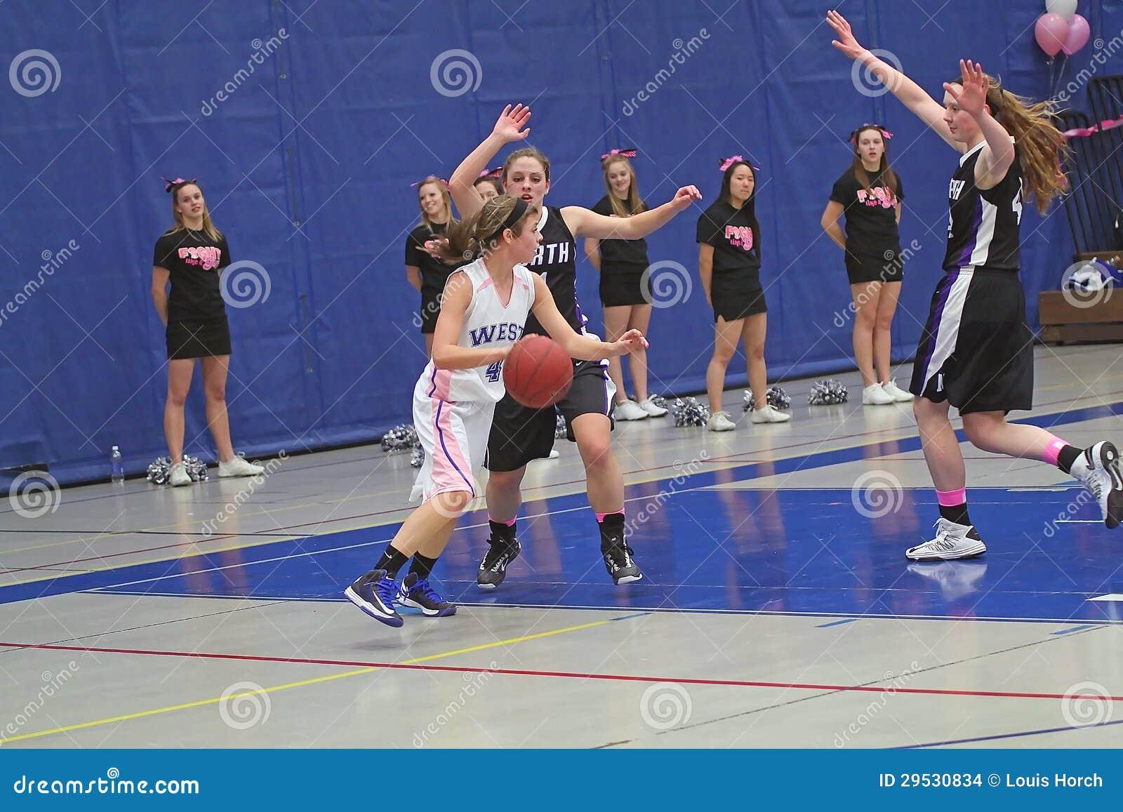 Ação do basquetebol das meninas
