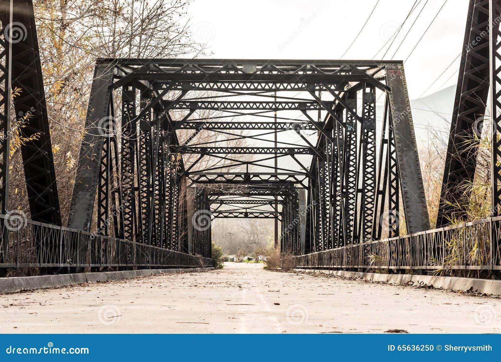Aço histórico Parker Truss Bridge do rio de Sweetwater
