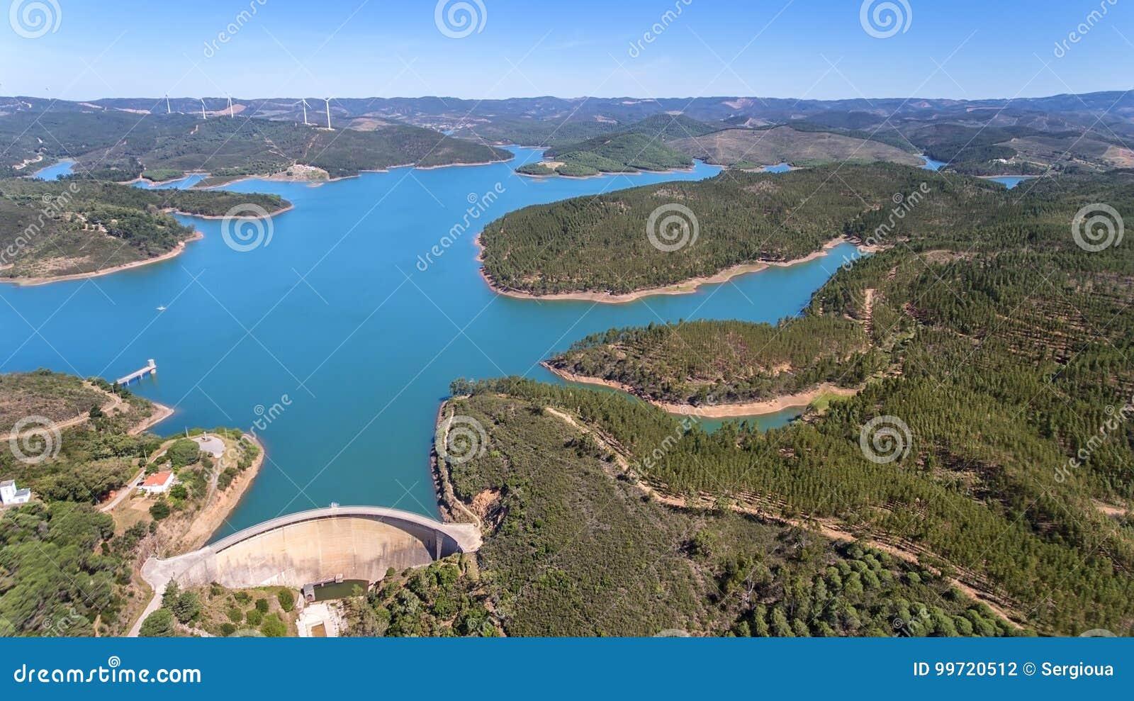Aéreo La foto del cielo, las presas llenó de agua Odiaxere