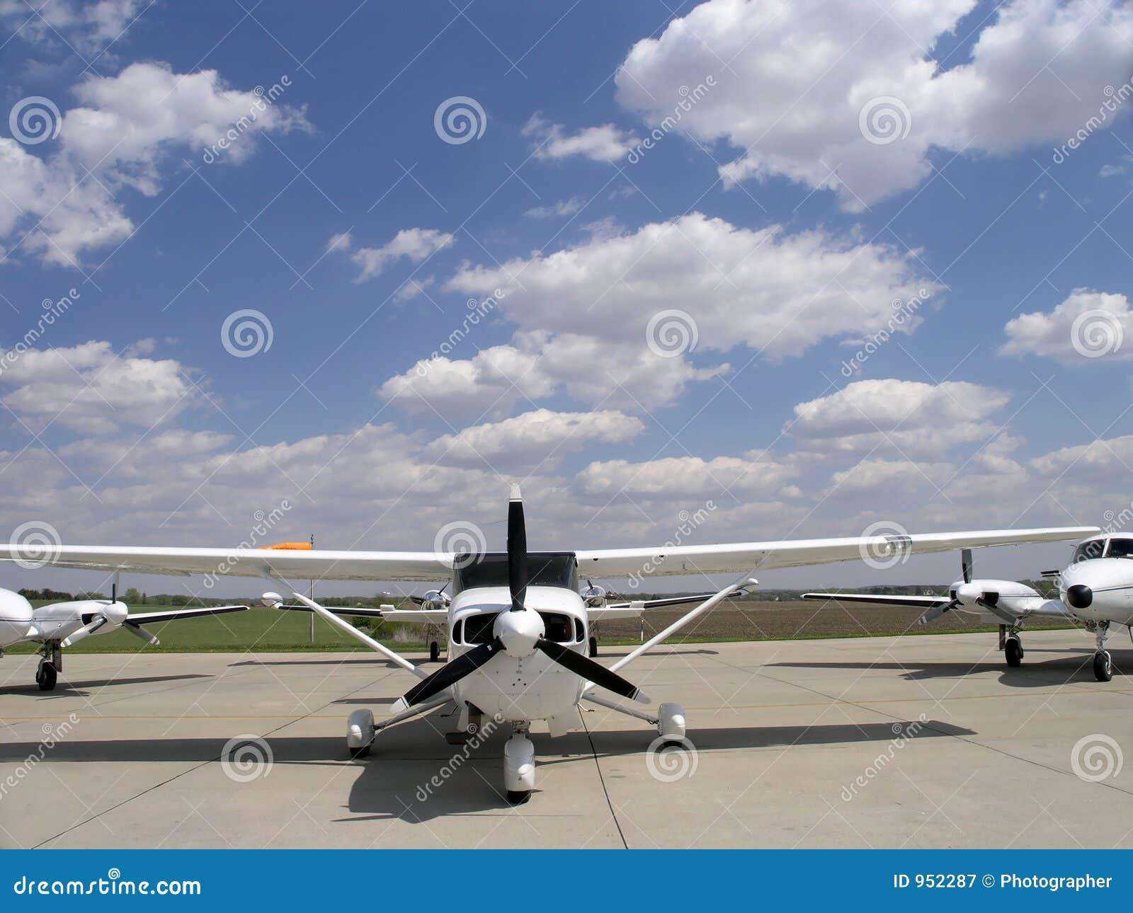 Aéronefs sur la piste