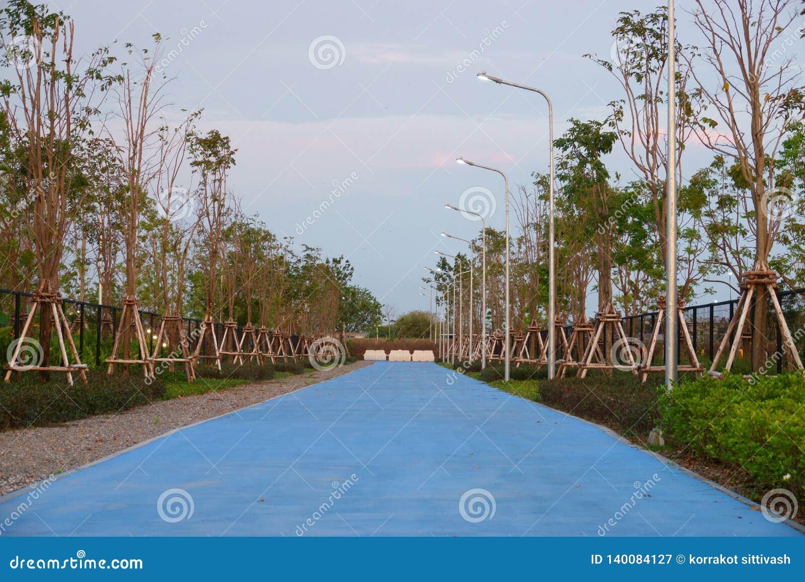 Aéroport de Suvarnabhumi, Samut Prakan, Thaïlande 17 février 2019 : piste cyclable