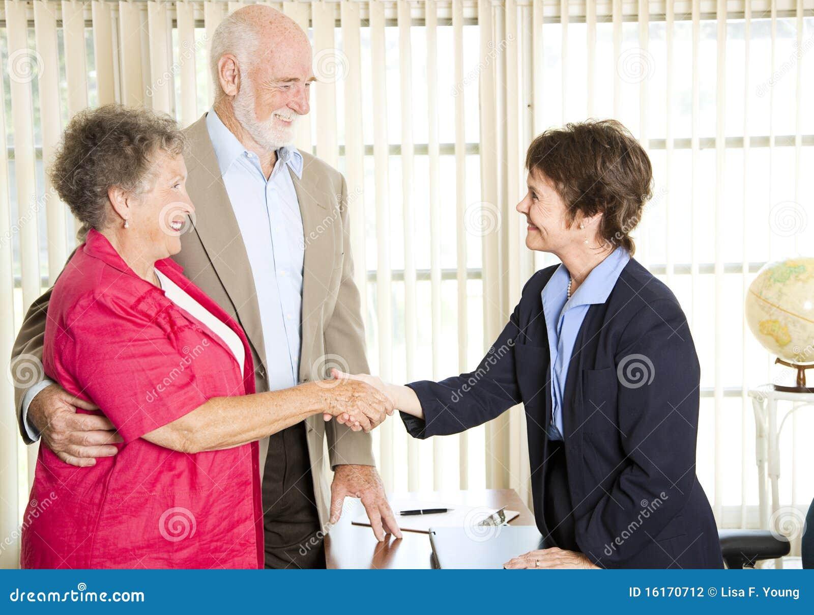 Aînés contactant le conseiller financier