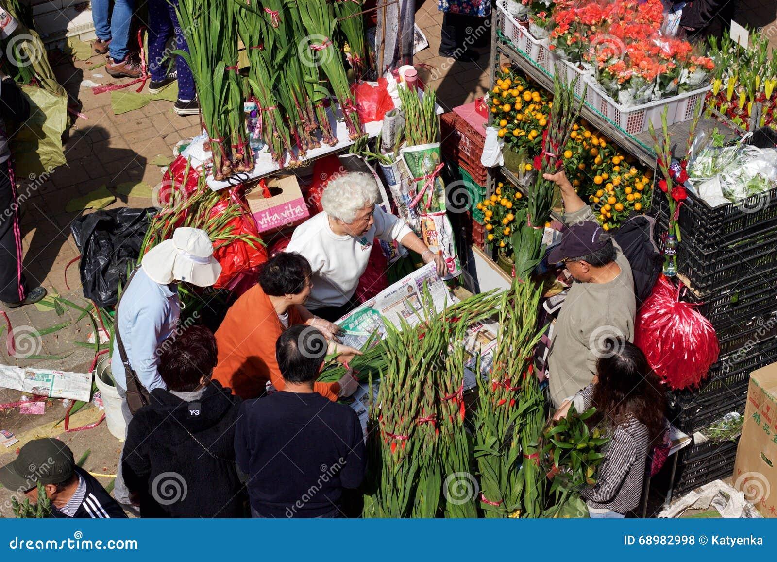 Año Nuevo chino: Vendedor de Hong Kong Flower Market que vende ramos