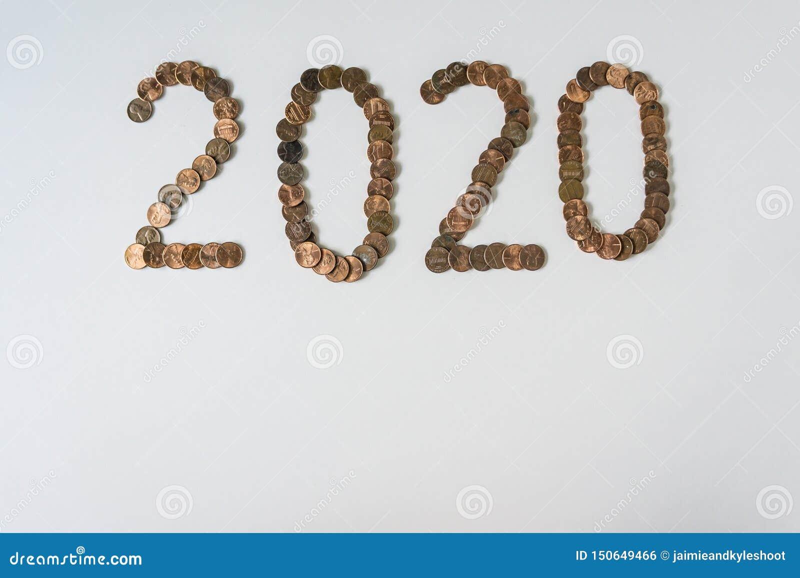 2020 años hechos de peniques aislados en fondo blanco en blanco con el copyspace