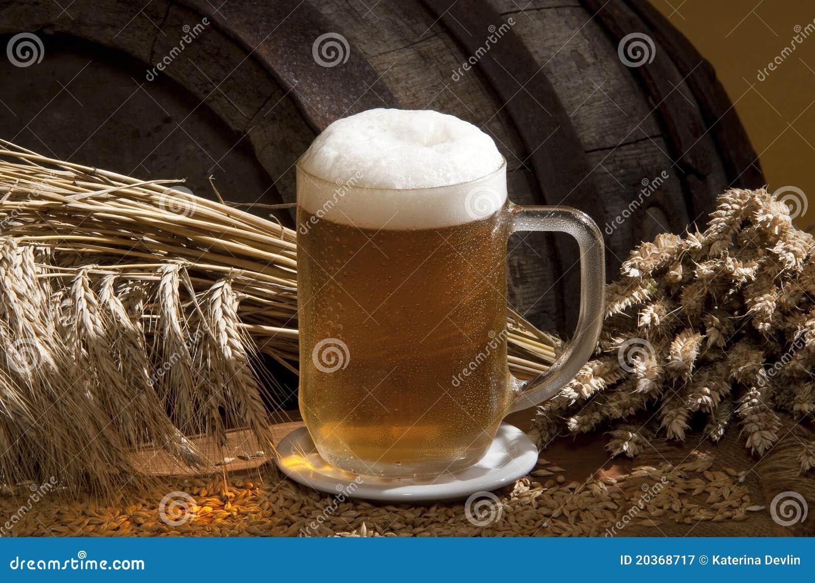 Aún-vida con la cerveza