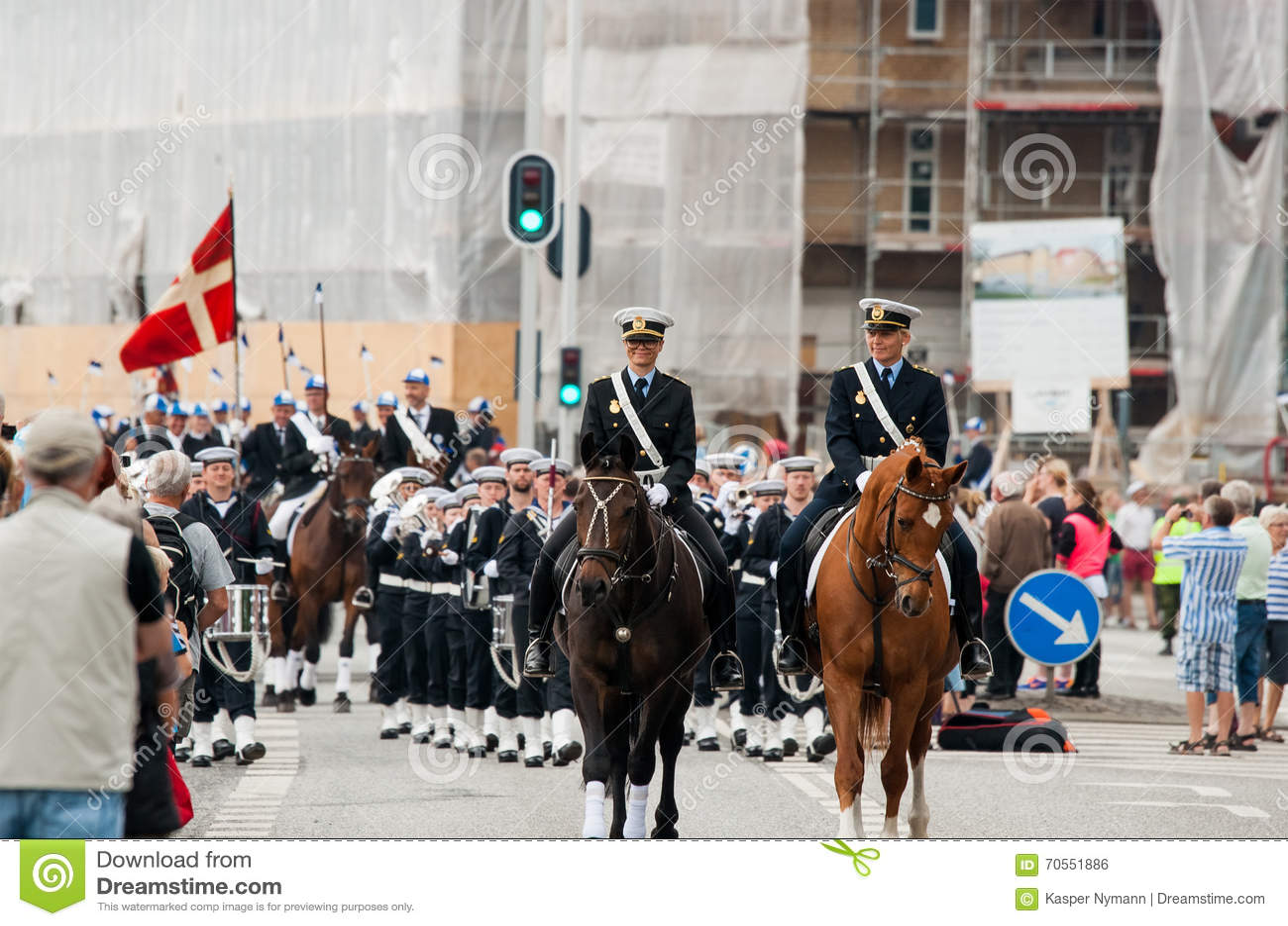 AABENRAA DANMARK - JULI 6 - 2014: Poliseskort på en ståta på