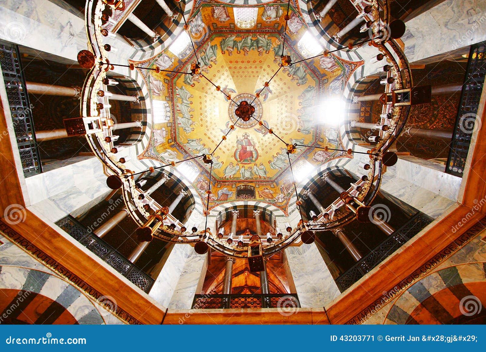 Download Aachen Pfalzkapelle fotografering för bildbyråer. Bild av guld - 43203771
