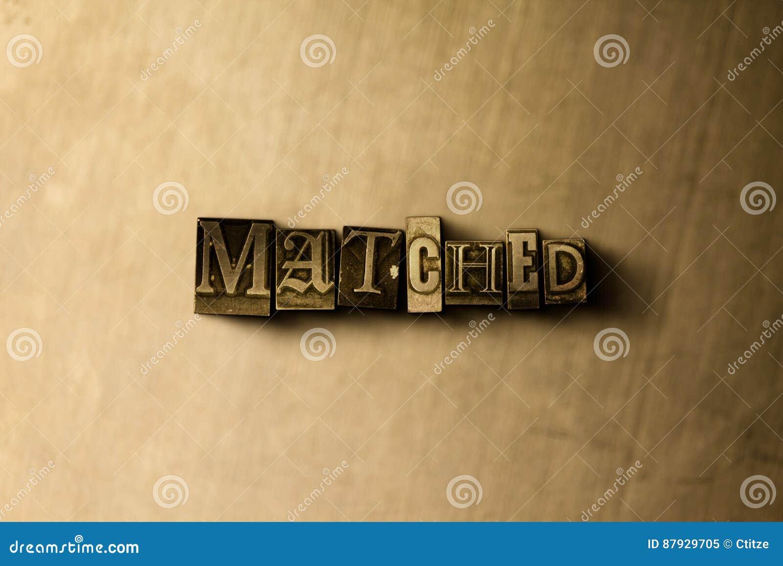AANGEPAST - close-up van grungy wijnoogst gezet woord op metaalachtergrond