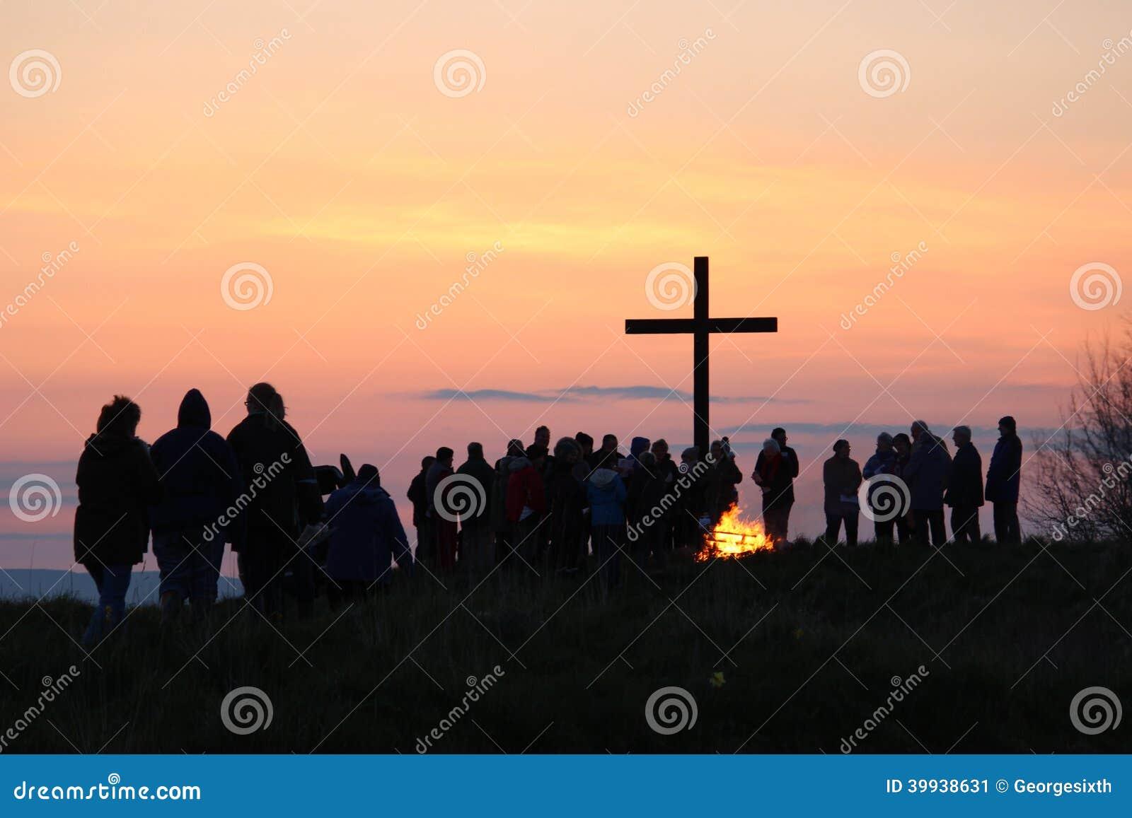 Aankomend bij het Kruis voor Dawn Communion, Pasen