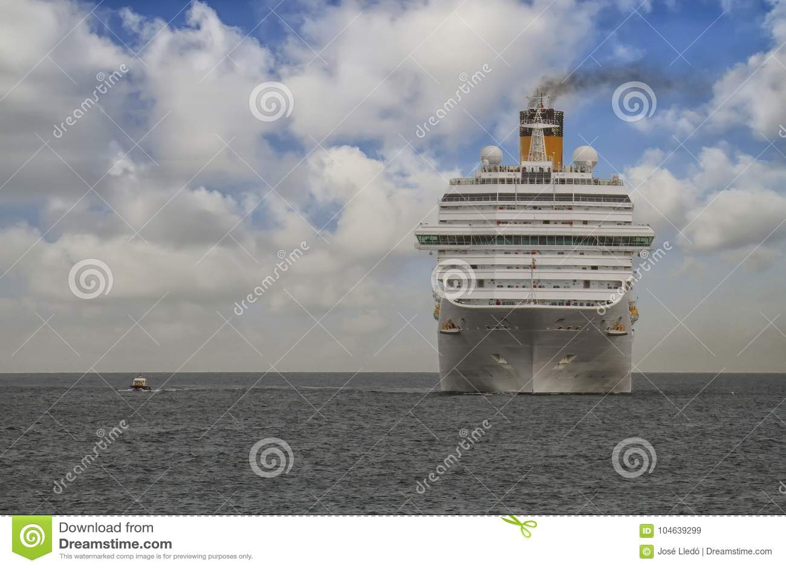 Download Aankomst Van Modern Cruiseschip Costa Magica Bij De Haven Van Alicante Redactionele Stock Afbeelding - Afbeelding bestaande uit ontsnapping, modern: 104639299