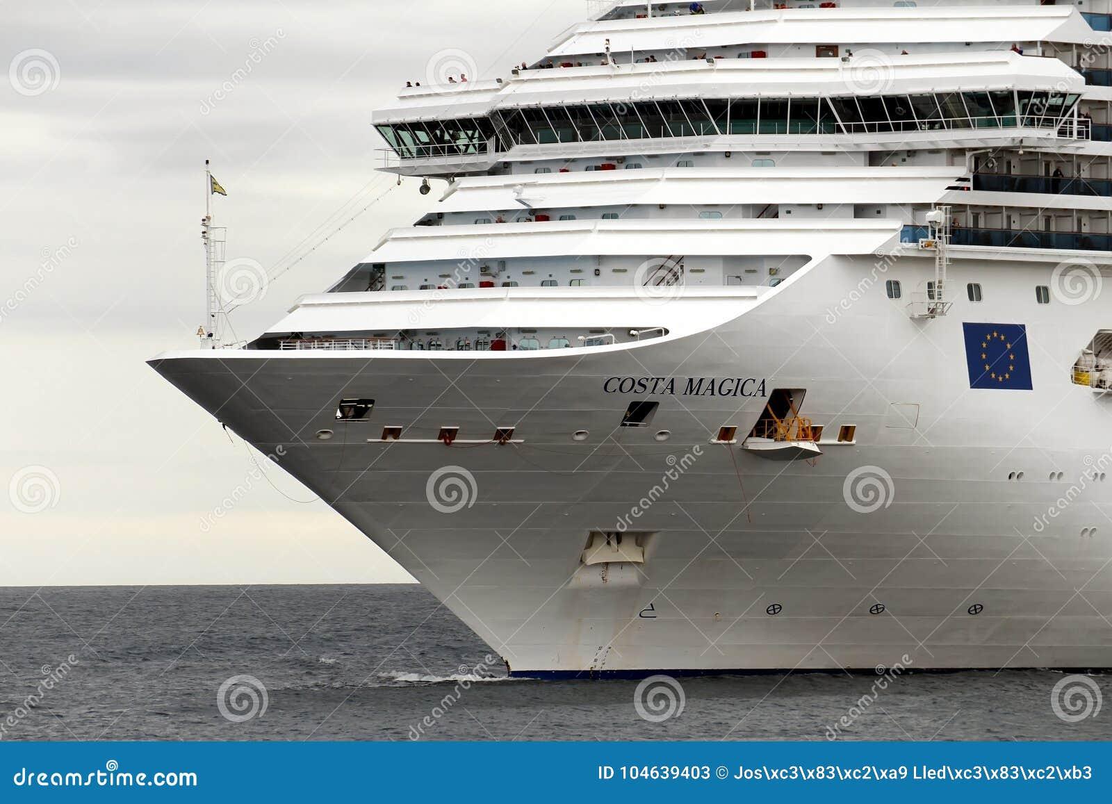 Download Aankomst Van Modern Cruiseschip Costa Magica Bij De Haven Van Alicante Redactionele Stock Foto - Afbeelding bestaande uit blauw, cruising: 104639403