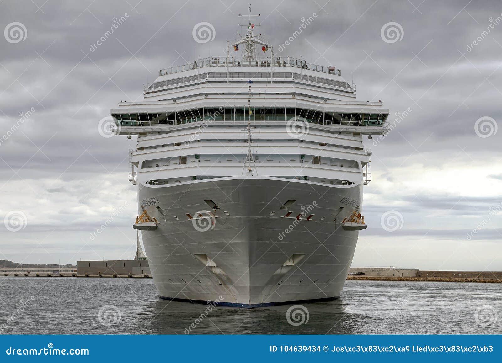 Download Aankomst Van Modern Cruiseschip Costa Magica Bij De Haven Van Alicante Redactionele Stock Afbeelding - Afbeelding bestaande uit honeymoon, groot: 104639434