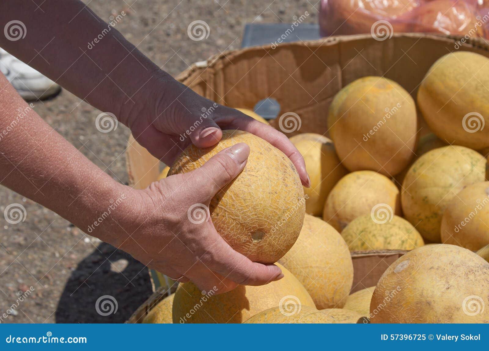 Aankoop van een meloen