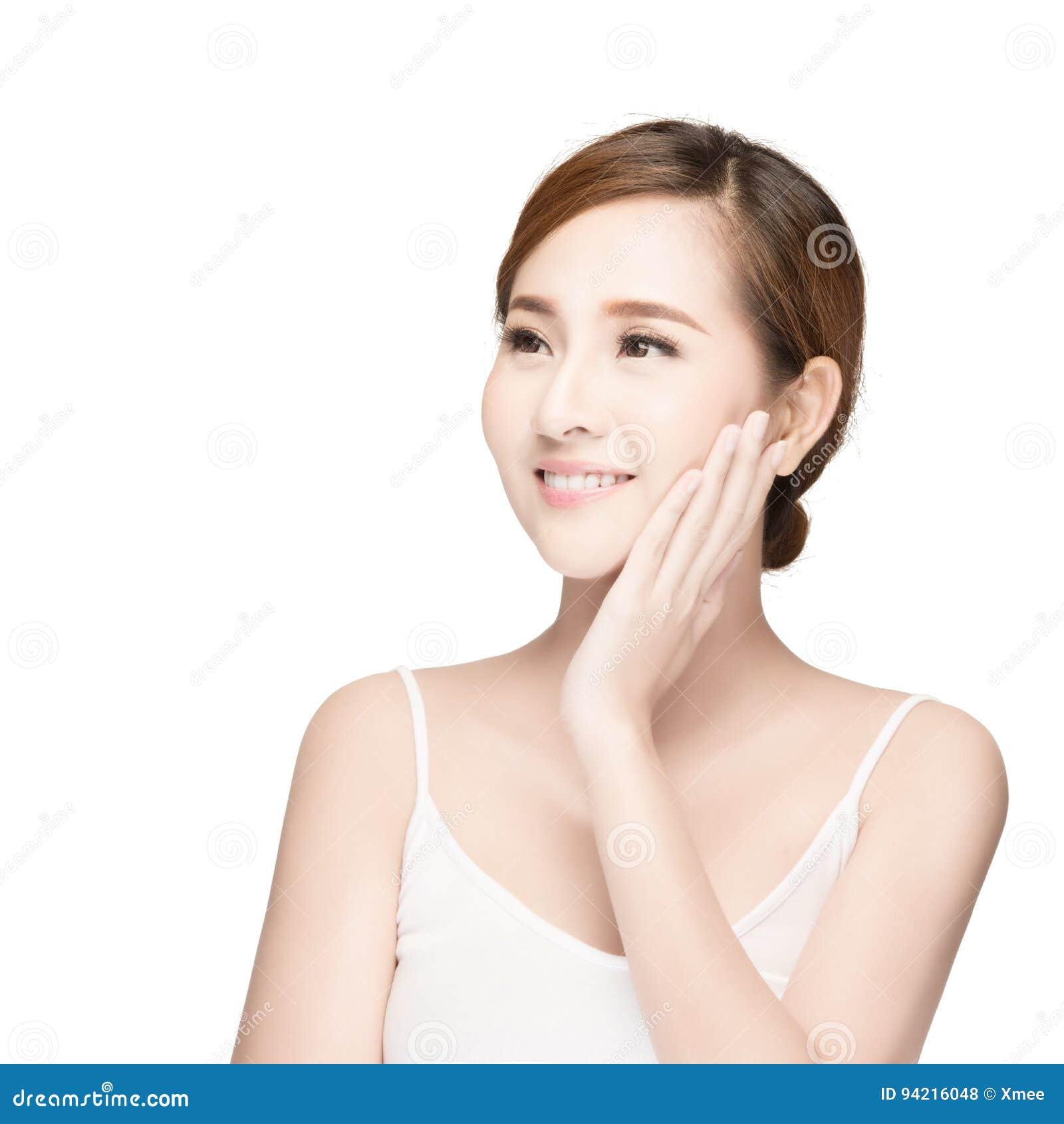 Aantrekkelijk Aziatisch de zorgbeeld van de vrouwenhuid op witte achtergrond